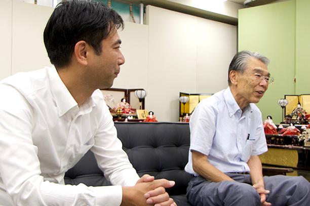 (左)社長 :戸塚大介(右)会長:戸塚 隆