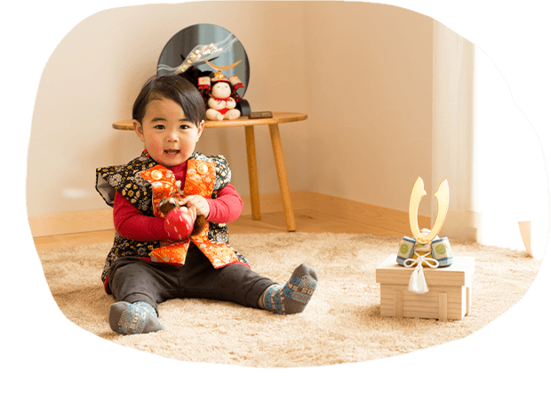 笑顔があふれる、赤ちゃん顔の木目込人形