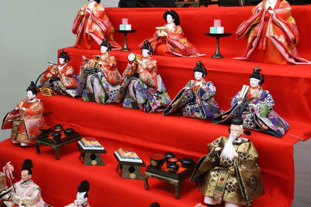 たのしいひな祭りの音楽を奏でる「五人囃子」はどんな人形たち?
