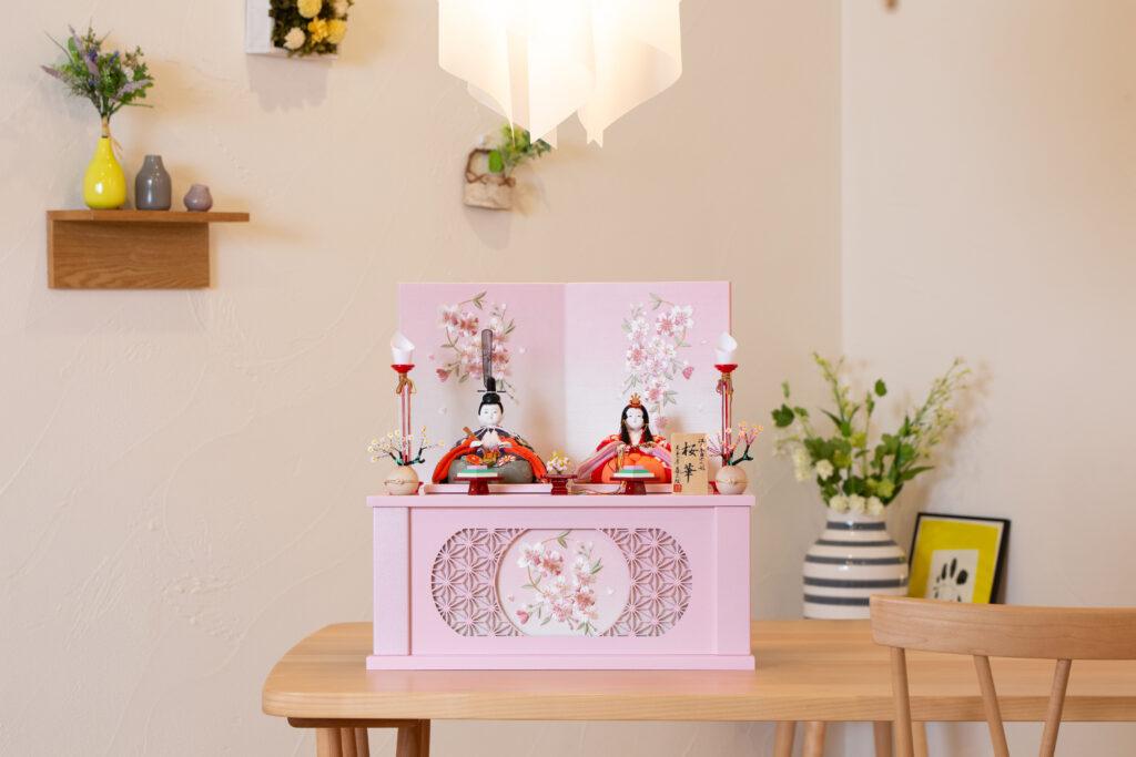 雛人形を省スペースで「飾る」も「しまう」も簡単な収納飾り
