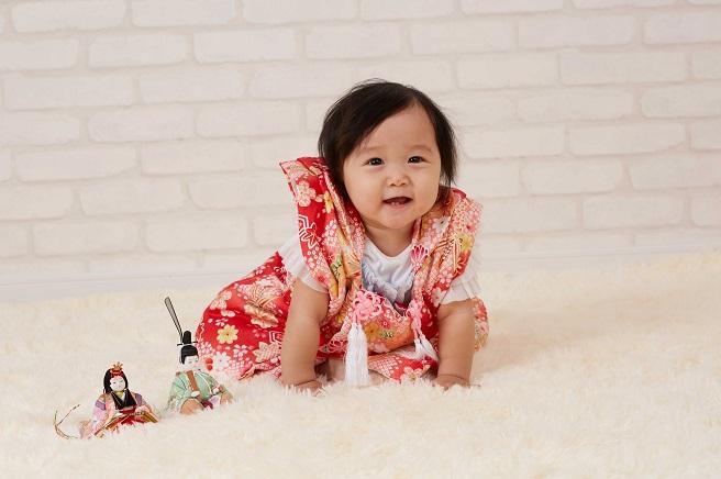 被布着を着ている赤ちゃんの写真