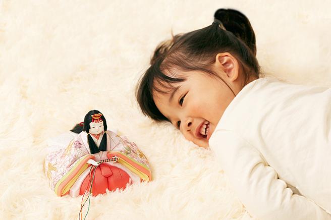 雛人形と女の子