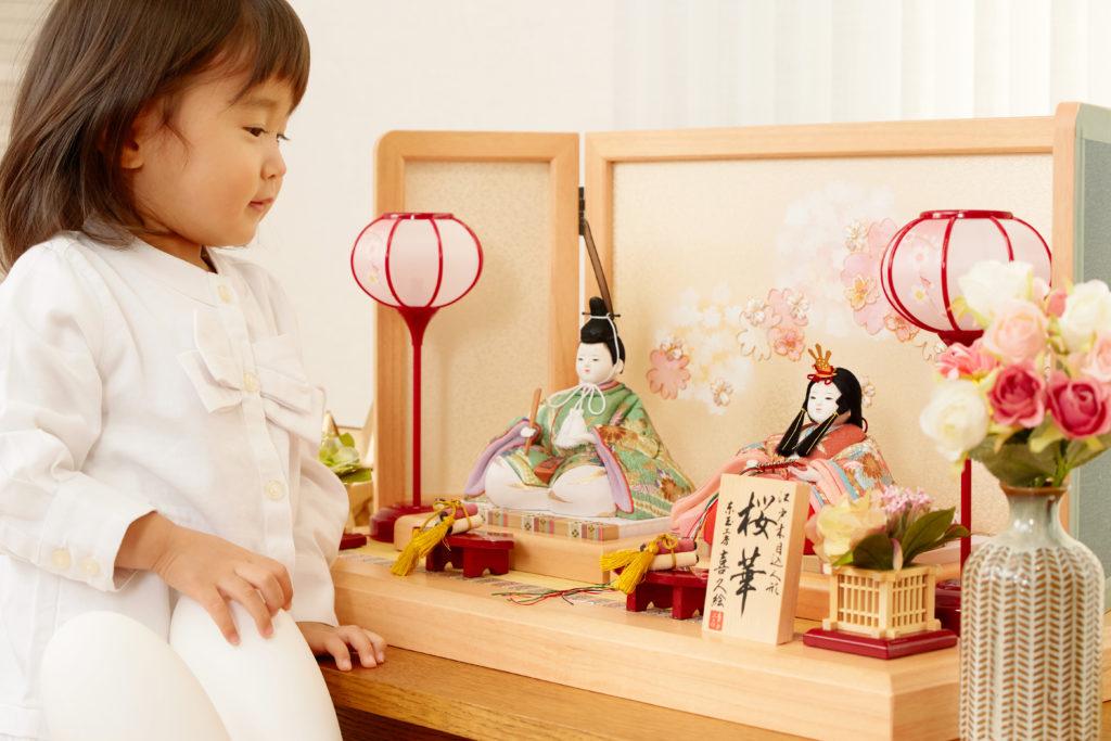 親子で一緒に学びながら飾る、雛人形の飾り方