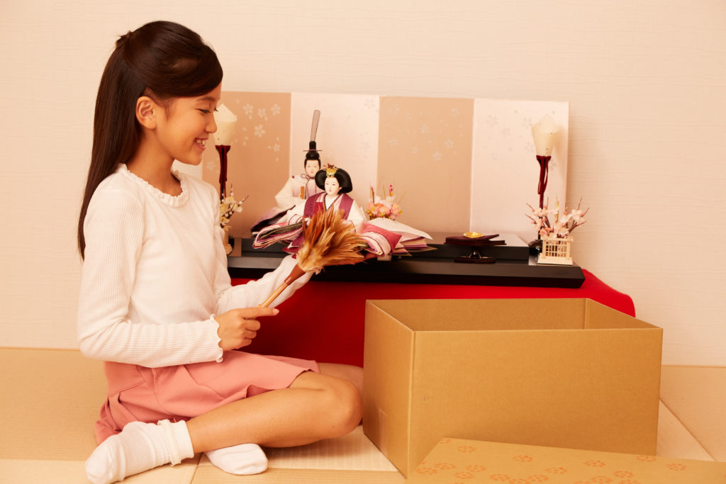 雛人形には標準的な並べ方があります。正しい配置で飾りましょう。
